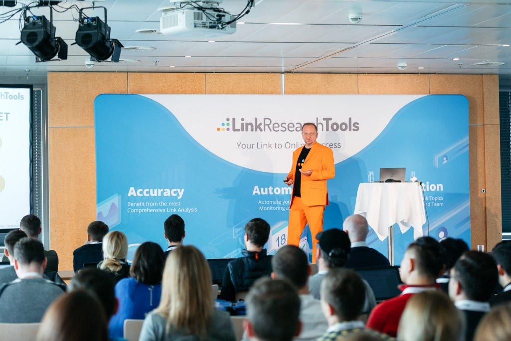 Christoph Cemper eröffnet die Konferenz, Quelle: LRT