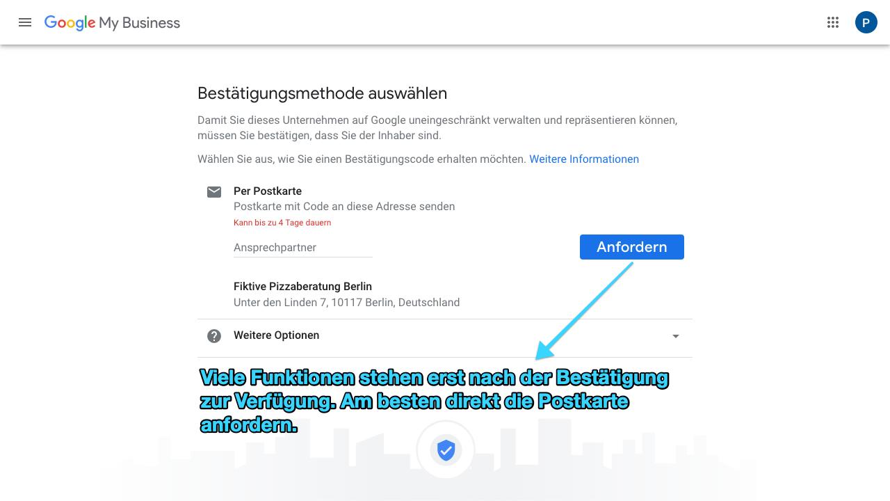 Der Screenshot von Google My Business zeigt die verschiedenen Bestätigungsmethoden, die Du auswählen kannst, um Deine Adresse und Dein Profil zu bestätigen. Du erhältst beispielsweise einen Code per Postkarte, über den Du dann das Profil freischalten kannst.