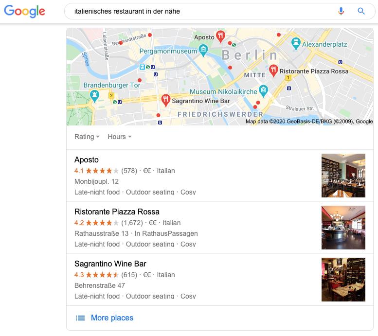 """Der Screenshot zeigt einen Auszug aus Google, auf dem auf die Suchanfrage """"italienisches restaurant in der nähe"""" Google Maps und verschiedene Google Places angezeigt werden. Diese zeigen dabei drei verschiedene italienische Restaurants, die sich in der Nähe des Nutzers befinden –in diesem Fall in Berlin."""