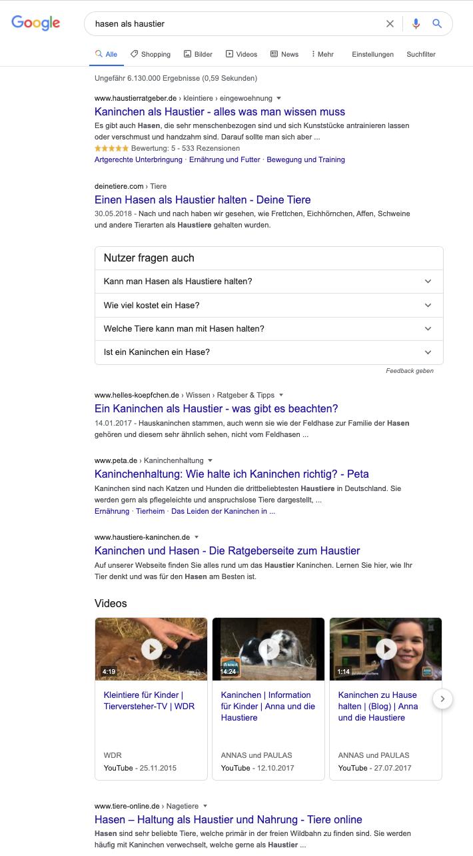 """Eine Google Suche nach dem Longtail-Keyword """"Hasen als Haustier"""" hingegen ist schon detaillierter. Dadurch beantworten Dir die Ergebnisse in der Regel auch das, was Du wissen möchtest."""