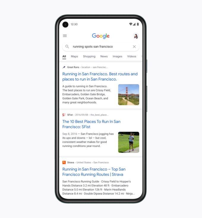 Hier findest Du eine schematische Abbildung, wie die mobile Suchergebnisseite zukünftig aussehen könnte. Dabei wird deutlich: Google setzt neben größeren Titeln jetzt auch zu 100% auf seine hauseigene Schrift.